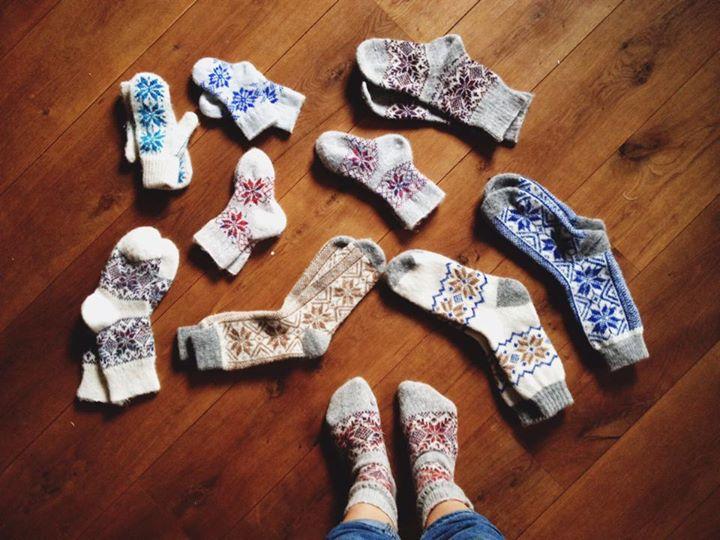 Бабушка носки вяжет картинки